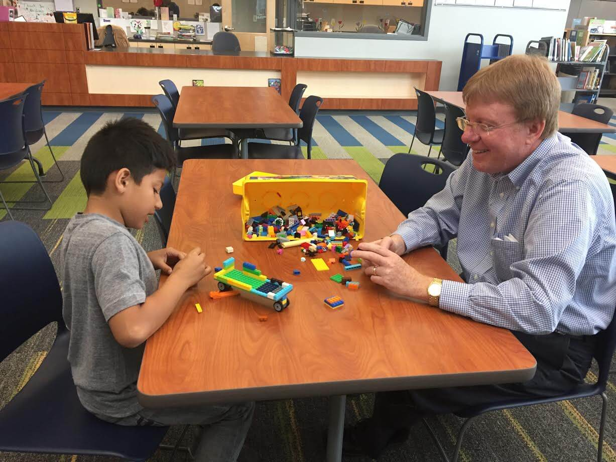 MWO volunteer and Alexander student playing legos